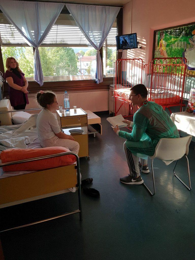 Volonteri GDCK Knin obilježili Svjetski dan knjige na pedijatrijskom odjelu
