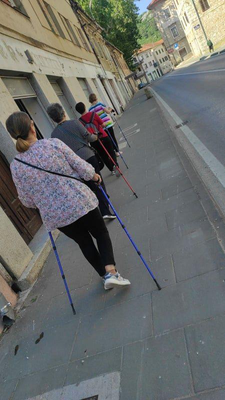 """Održana 28. radionica nordijskog hodanja u sklopu programa očuvanja i prevencije bolesti projekta """"Aktivni zajedno"""" UP.04.2.1.09.0005 (04.06.2021.)"""